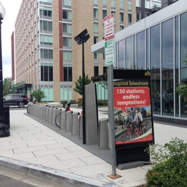 Capital Bikeshare docks at 8th and O streets NW