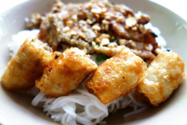Bun Thit Nuong Cha Gio (fried spring roll vermicelli with grilled pork)