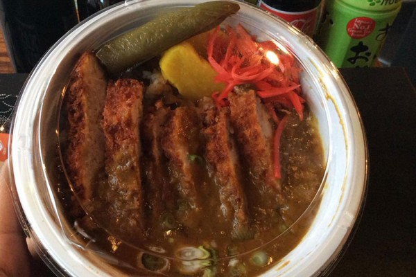 Japanese curry rice bowl with fried pork (Photo via Twitter/Donburidc)