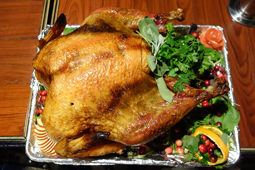 Thanksgiving dinner (Photo via Flickr/icoNYCa)