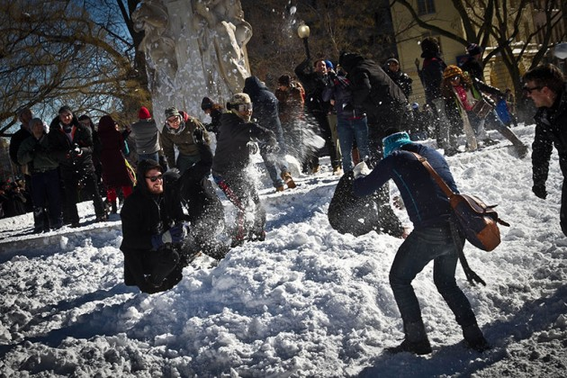 Dupont Circle snowball fight (Photo courtesy of Luis Gomez)
