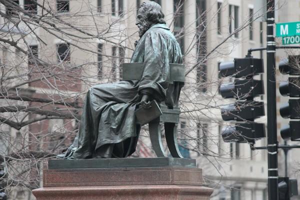 STOCK Brief statue