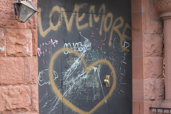 STOCK Love More art in Dupont