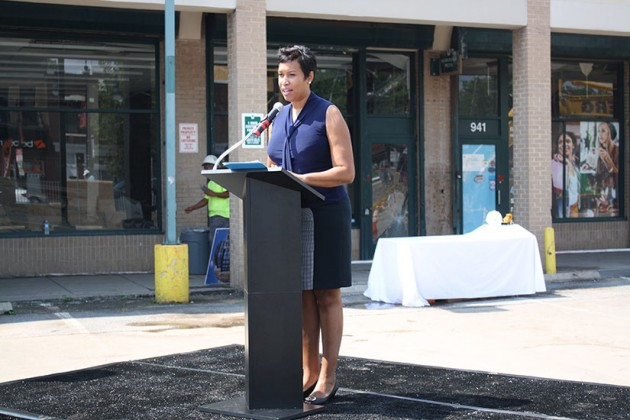 Mayor Muriel Bowser speaking about H Street Connection