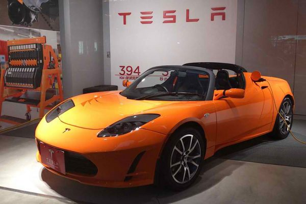 Tesla roadster (Photo via Wikimedia/cytech)