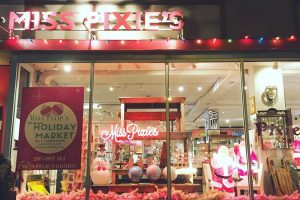 2016 holiday decorations at Miss Pixie's, 2016