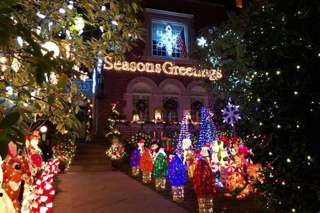 One Story House Christmas Lights.Here S The Story Behind 16th Street S Dazzling Holiday House